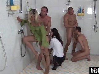 Horny sluts pleasure some bisexual guys
