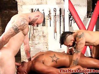 Black jock gets spitroasted in threesome