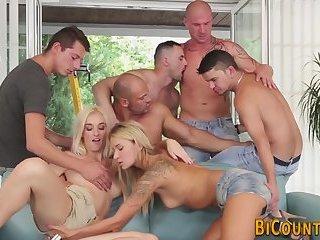 Bisexual dudes suck dick