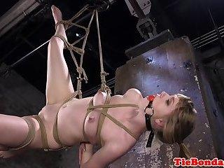 Submissive babe orgasms during bondage