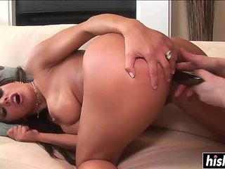 Two babes get to satisfy each other