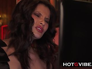 Spanish Asian Gspot Squirt In Cafe