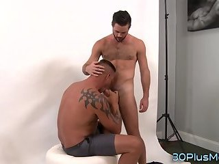 Hunk jerks off gay dude
