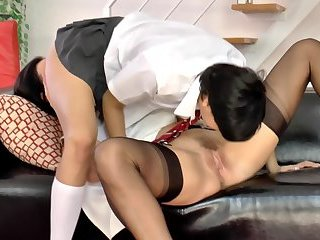 Mature brit pussylicked by english schoolgirl