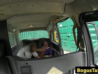 Ebony beauty cockriding lucky taxi driver