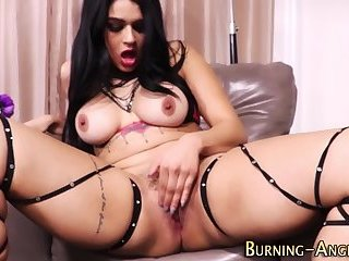 Tattooed goth babe in pov