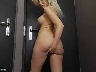 Bigtitted euro amateur filmed while fingering