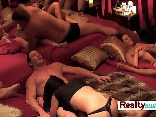 Swing wife enjoys her time with other chicks once in the red room