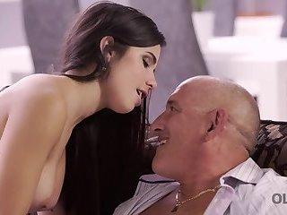 HUNT4K. Mature hunter penetrates slut Shanie Ryan in front of her BF