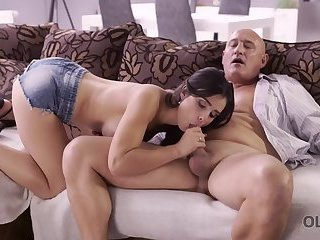 HUNT4K. Mature hunter penetrates slut Shanie Ryan in front of her BF