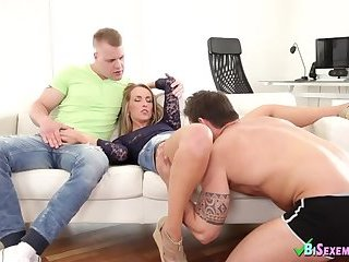 Bisexual Sex With Blondie