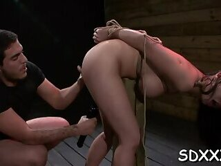 Savory bombshell gets crotch licked