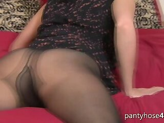 Foxy Babe in Pantyhose