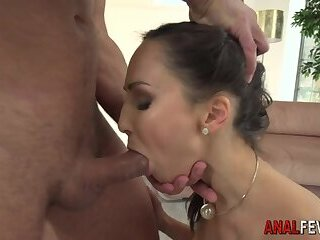 Babe gets booty fucked