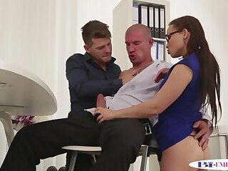 Buttfucked stud pussylicks spex babe in mmf
