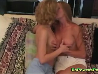 Blondes in Lesbo Action