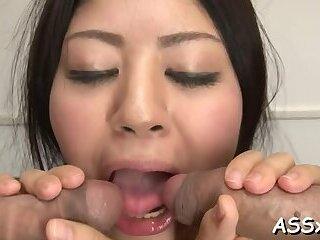 Sensual idol Konatsu Hinata deepthroats and rides