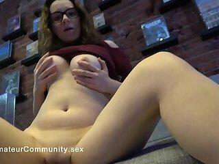 Spex babe masturbating on homemade video
