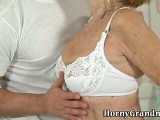 Grannys hairy vag banged