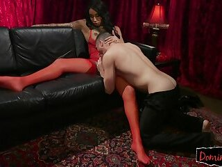 Lingerie TS assfucking slave doggystyle