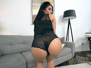 Natural rimming with a hot latina Aysha