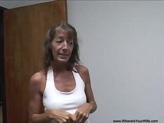 Amateur granny gets invaded in her asshole