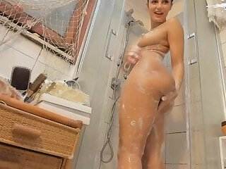 Big Booty Latina Twerking under the shower