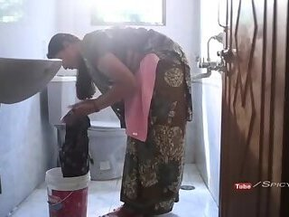 Indian aunty bathroom sex