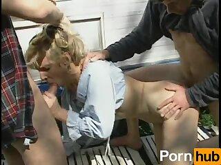 Randi Storm is a white trash whore