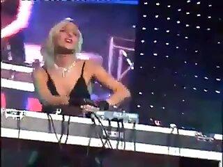 sexy blonde djane Öffentlichkeit nackt dj-set
