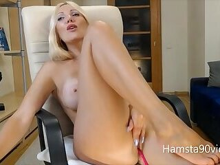 my beautifull milf dance on webcam