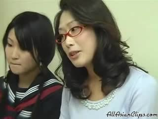 Screenshot video mom having sex while her daughter studying 3