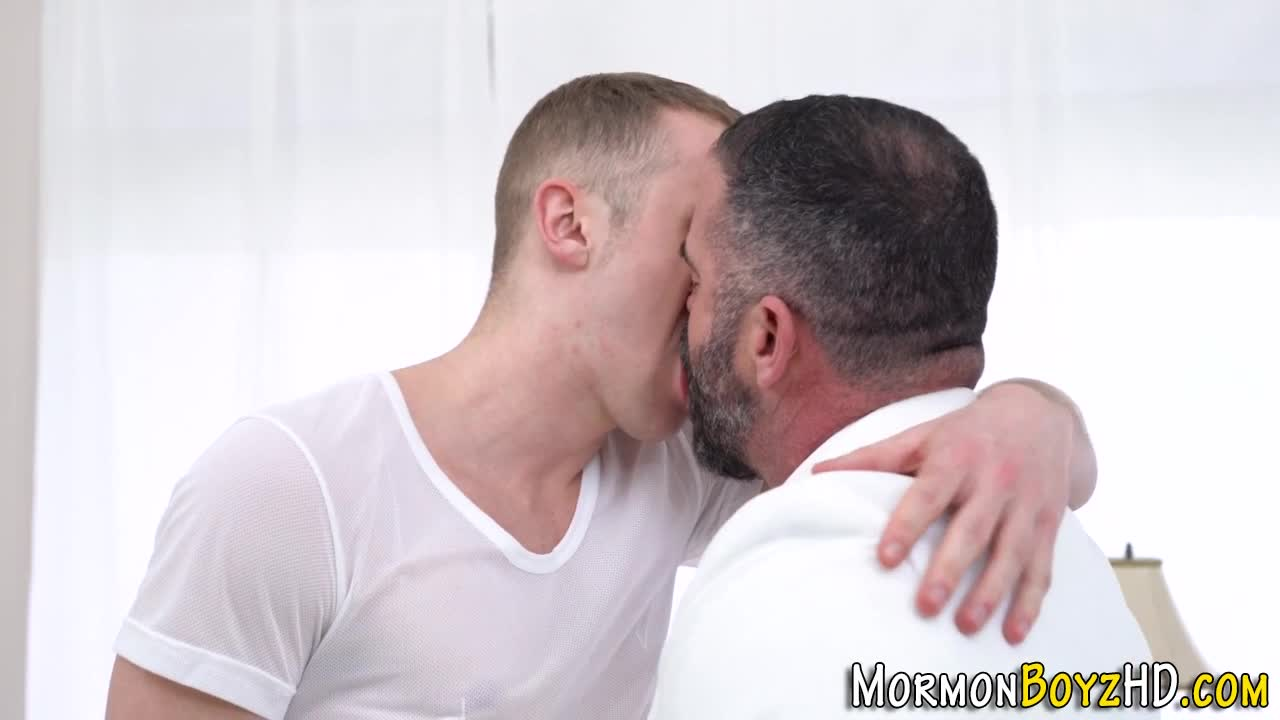 Masseur javier cruz rides clients cock