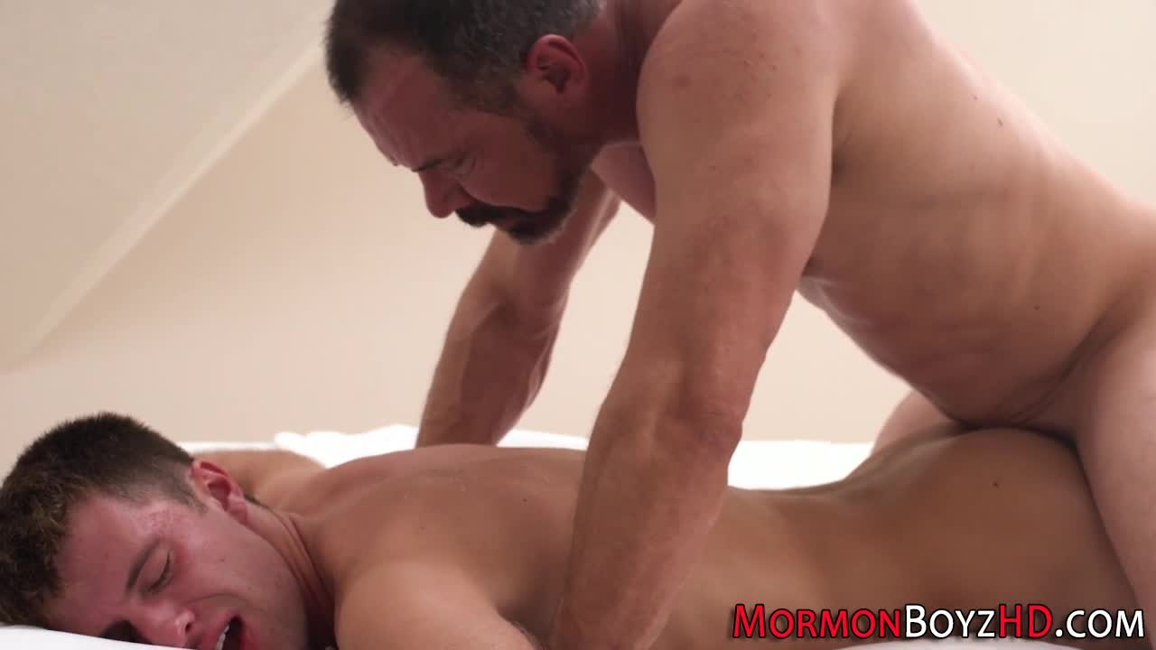 Muscle Hunks Solo Gay Porn Pics